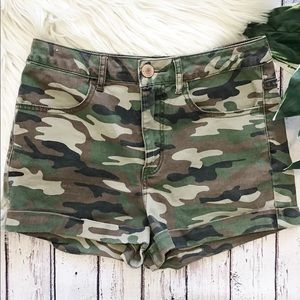 Forever 21 high rise camo shorts size 27
